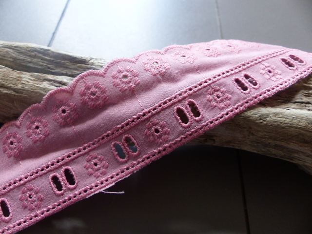 RS - Dentelle Broderie Anglaise coloris Vieux Rose 40 mm