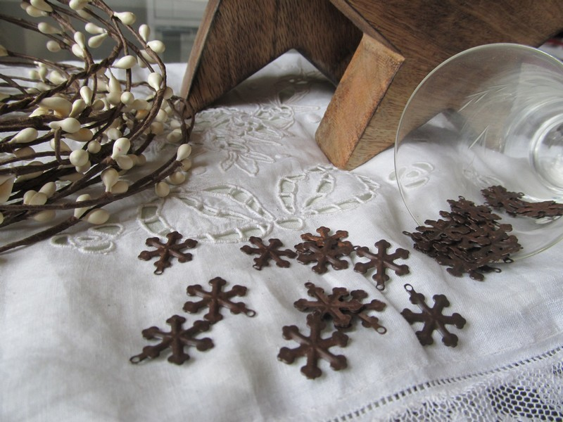 FDC - Primitive Rusty Tin Snowflake