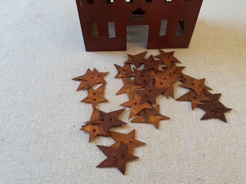 FDC - Primitive Rusty Tin Star Buttons 2,5cm, avec trou
