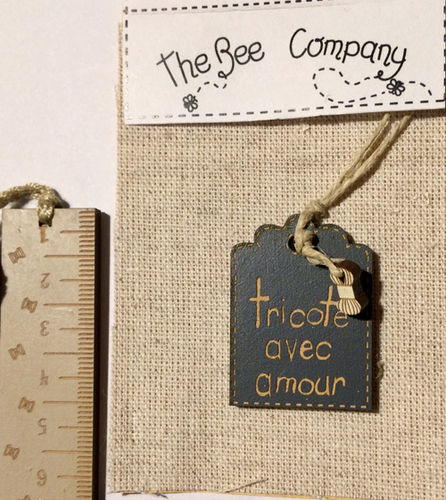 The Bee Company - Etiquette tricoté avec amour TRIbleu1